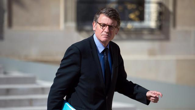Le ministre de l'Education Vincent Peillon quitte le palais de l'Elysée, le 22 mai 2013 à Paris [Martin Bureau / AFP]