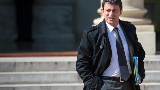 Le ministre de l'Intérieur, Manuel Valls, quitte l'Elysée, le 22 mai 2013 à Paris [Martin Bureau / AFP]