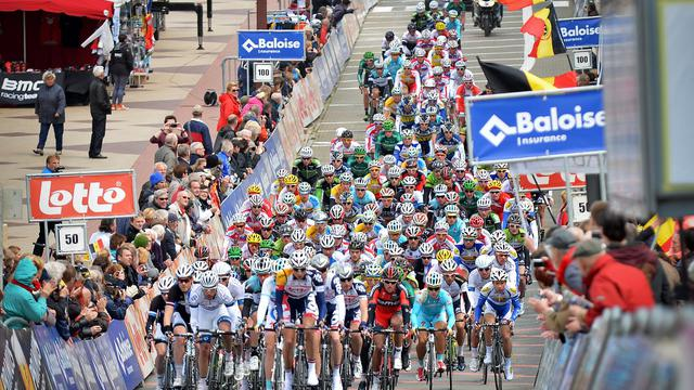 Le peloton lors de la 1ere étape du Tour de Belgique le 22 mai 2013 à Knokke-Heist [David Stockman / AFP]