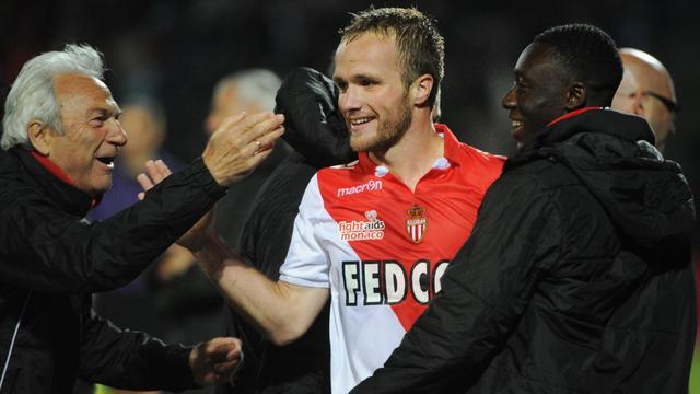 Valère Germain de Monaco (au centre) félicité par l'entraîneur Claudio Ranieri après le match contre Tours le 24 mai 2013 à Tours [Jean Francois Monier / AFP]