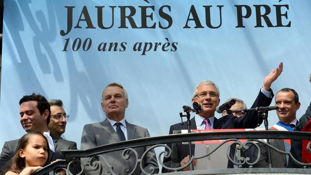 Jean-Marc Ayrault (4eg) et Claude Bartolone (3ed) rendent hommage à Jean Jaurès, le 25 mai 2013 au Pré-Saint-Gervais [Eric Feferberg / AFP]