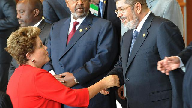 La présidente du Brésil  Dilma Rousseff avec ses homologues égyptien Mohammed Morsi et djiboutien Omar Guelleh à Addis-Abeba le 25 mai 2013 aux 50 ans de l'UA [Simon Maina / AFP]