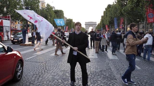 Des militants anti-mariage pour tous défilent sur les Champs-Elysées, le 25 mai 2013 à Paris [Francois Guillot / AFP]