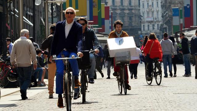 Des cyclistes dans une rue du centre de Milan, le 22 mai 2013 [Giuseppe Cacace / AFP]