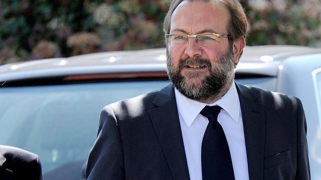 Gérard Dalongeville, ancien maire PS d'Hénin Beaumont répond aux journalistes arrive, le 27 mai 2013 au tribunal de Béthune [Denis Charlet / AFP]
