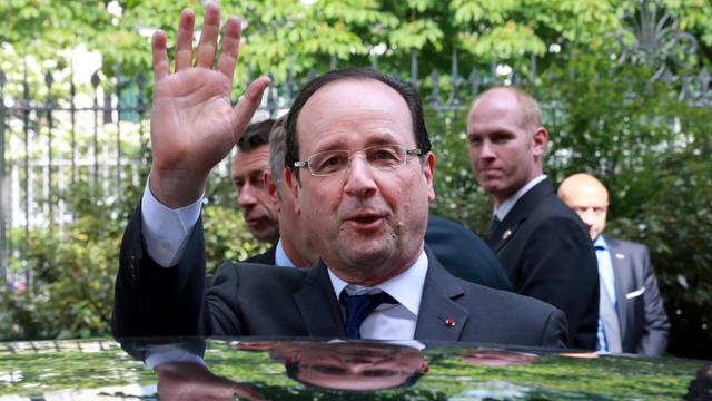 Le président François Hollande arrive au lycée Buffon à Paris, le 27 mai 2013 [Pierre Verdy / AFP]