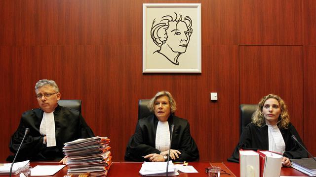 La présidente du tribunal, entourée de deux juges, le 11 mars 2013, lors des audiences préliminaires au tribunal de Lelystad [Bas Czerwinski / AFP/Archives]
