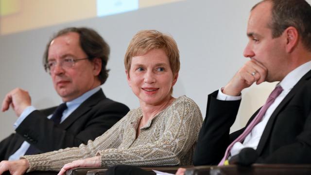 La dirigeante du Medef, Laurence Parisot (c), le 28 mai 2013 à Paris [Pierre Verdy / AFP/Archives]