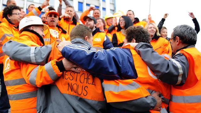 Des salariés d'ArcelorMittal manifestent à Florange le 29 mai 2013 [Jean-Christophe Verhaegen / AFP]