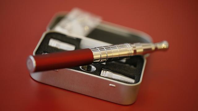 Une cigarette électronique [Kenzo Tribouillard / AFP/Archives]