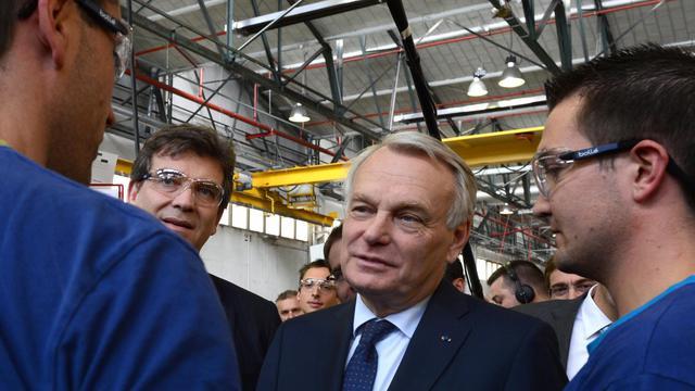Le Premier ministre Jean-Marc Ayrault et le ministre du Redressement productif Arnaud Montebourg lors de la visite d'une usine à Annonay, en Ardèche, le 31 mai 2013 [Philippe Desmazes / AFP]