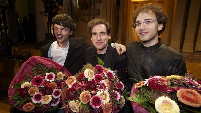 Le pianiste français, Rémi Geniet (g), l'Israélien Boris Giltburg, et le Russe Mateusz Borowiak, après la remise des prix du Concours Reine Elisabeth de Belgique, le 1er juin 2013 à Bruxelles [Nicolas Maeterlinck / Belga/AFP]