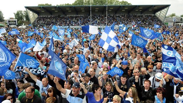 Les supporteurs de Castres massés sur le stade Pierre-Antoine pour fêter la victoire de leur équipe en finale du Top 14 contre Toulon le 2 juin 2013 à Castres [Remy Gabalda / AFP]