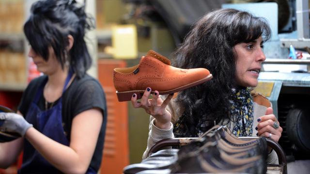 Fabrication de chaussures paraboot le 3 juin 2013 à Tullins [Philippe Desmazes / AFP]