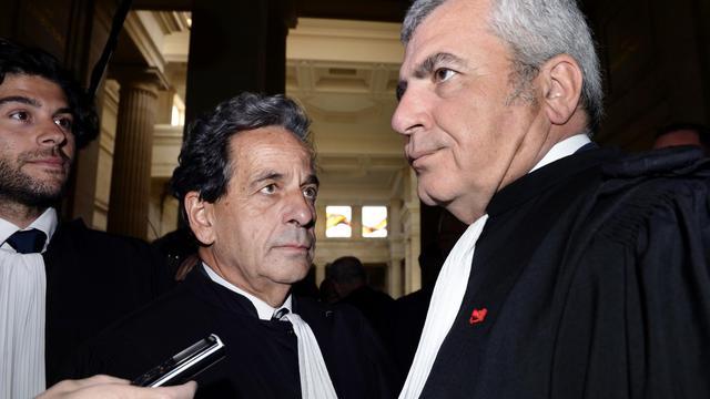L'avocat de Nicolas Sarkozy, Thierry Herzog (d), arrive le 6 juin 2013 à la cour d'appel de Bordeaux