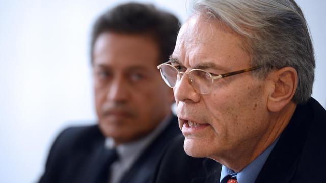 L'ancien maire de Lyon Michel Noir apporte son soutient à Georges Fenech (g) lors d'une conférence de presse à Lyon, le 6 juin 2013 [Philippe Desmazes / AFP]