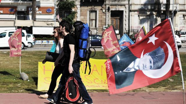 Des jeunes rejoignent le mouvement d'opposition au gouvernement d'Erdogan, à Izmir, en Turquie, le 10 juin 2013 [Ozan Kose / AFP]