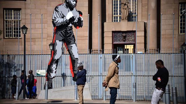 Statue de Mandela le 11 juin 2013 à Johannesbourg [Mujahid Safodien / AFP]