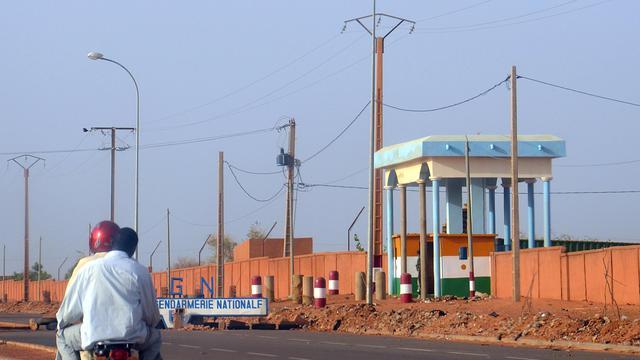 Photo prise le 12 juin 2013 du camp de la gendarmerie de Niamey attaqué la veille par un commando non identifié [Boureima Hama / AFP]