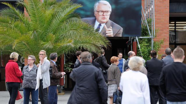 Une photo de Pierre Mauroy le 12 juin 2013 à l'entrée de l'Hôtel de ville de Lille [Philippe Huguen / AFP]