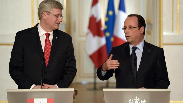 Francois Hollande (d) et le Premier ministre canadien, le 14 juin 2013 lors d'une conférence de presse [Bertrand Guay / AFP]