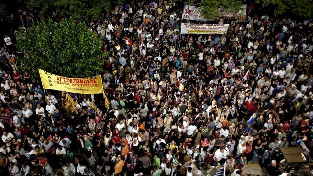 Manifestation à Athènes contre la fermeture de la chaîne de la radiotélévision publique ERT, le 14 juin 2013 [Angelos Tzortzinis / AFP]
