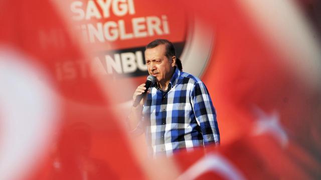Le Premier ministre turc Recep Tayyip Erdogan devant plus de 100.000 partisans le 16 juin 2013 à Istanbul [Ozan Kose / AFP]