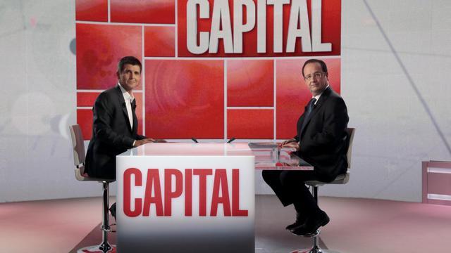 François Hollande et le journaliste Thomas Sotto sur le plateau de Capital (M6), à Neuilly-sur-Seine le 16 juin 2013 [Jacques Demarthon / AFP]