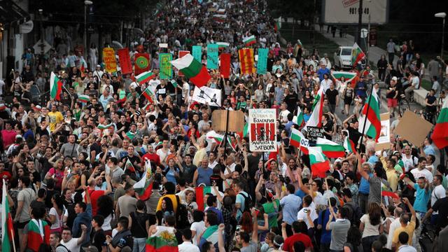 Des Bulgares manifestent contre le gouvernement, le 16 juin 2013 à Sofia [Nikolay Doychinov / AFP]