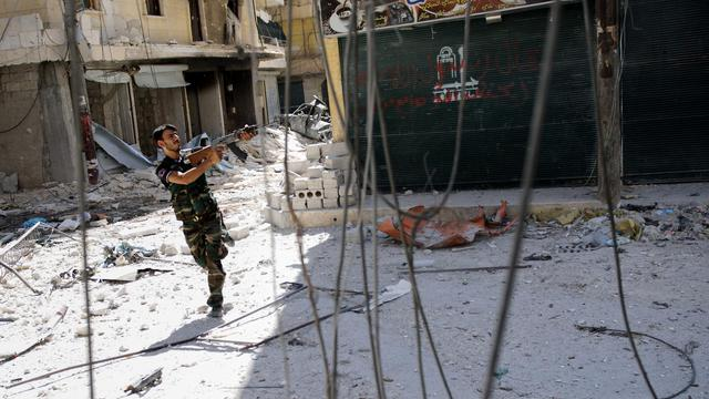 Des accrochages entre armée et rebelles avaient lieu mardi matin et des explosions étaient entendues dans les quartiers rebelles de Salaheddine et Seif al-Dawla à Alep, alors qu'une vaste campagne de perquisitions se poursuivait à Damas, selon une ONG syrienne.[AFP]