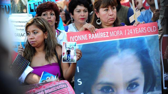 Plusieurs cinéastes mexicains, dont Alejandro Gonzalez Inarritu et Alfonso Cuaron, ont décidé de s'unir à une caravane de la paix, partie dimanche de Tijuana, au Mexique, pour Washington, afin de sensibilier les Américains à la violence liée au trafic de drogue.[AFP]