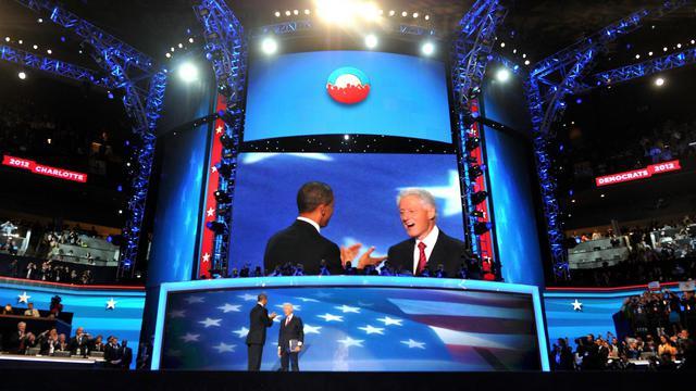 Le président des Etats-Unis Barack Obama a brièvement rejoint Bill Clinton mercredi soir sur la scène de la convention démocrate de Charlotte, à l'issue du discours de près de 50 minutes que l'ancien président a prononcé en sa faveur.[AFP]