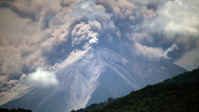 Vue du Volcan de Feu, au Guatemala, prise le 13 septembre 2012 [Johan Ordonez / AFP]