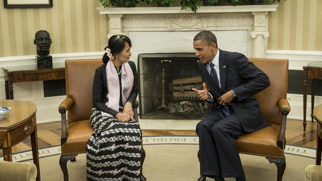 Le président des Etats-Unis Barack Obama et l'opposante birmane Aung San Suu Kyi dans le Bureau ovale de la Maison Blanche, le 19 septembre 2012 [Brendan Smialowski / AFP]
