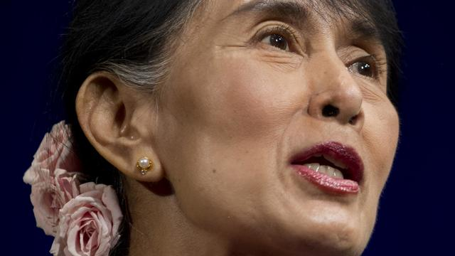 Aung San Suu Kyi devant des militants d'Amnesty International à Washington, le 20 septembre 2012 [Saul Loeb / AFP]
