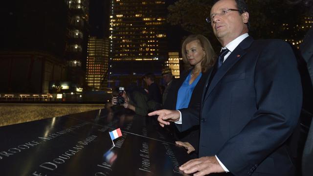 François Hollande et sa compagne Valerie Trierweiler le 25 septembre 2012 devant le mémorial de Ground Zero, à New York [Eric Feferberg / AFP]