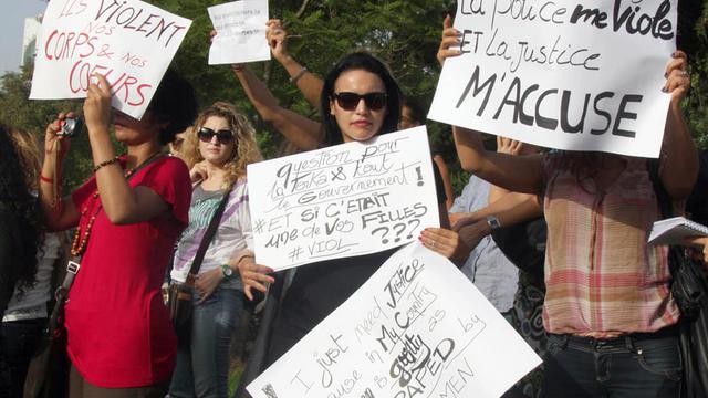 Manifestation en soutien à une jeune femme violée par des policiers, le 29 septembre 2012 à Tunis. [Khalil / AFP/Archives]