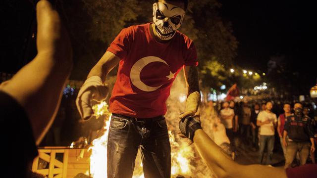 Un manifestant masqué le 12 juin 2013 à Ankara [Marco Longari / AFP]