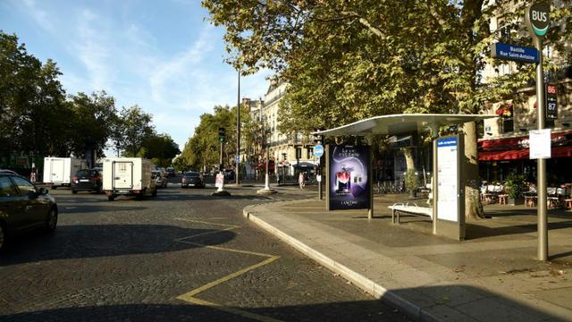 Cinq Abribus sont temporairement équipés de pulvérisateurs de parfum à Paris.
