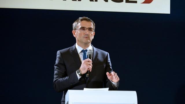 Xavier Broseta, Directeur des Ressources humaines d'Air France, lors d'une conférence de presse, le 5 octobre 2015 à Paris [ERIC PIERMONT / AFP]
