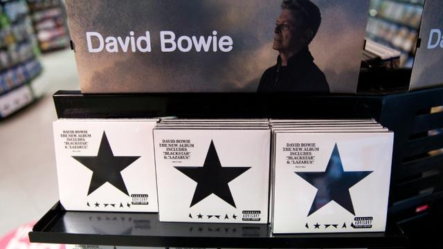 """""""Blackstar"""" le dernier album de David Bowie en vente le 11 janvier 2016 à Londres [JUSTIN TALLIS / AFP/Archives]"""
