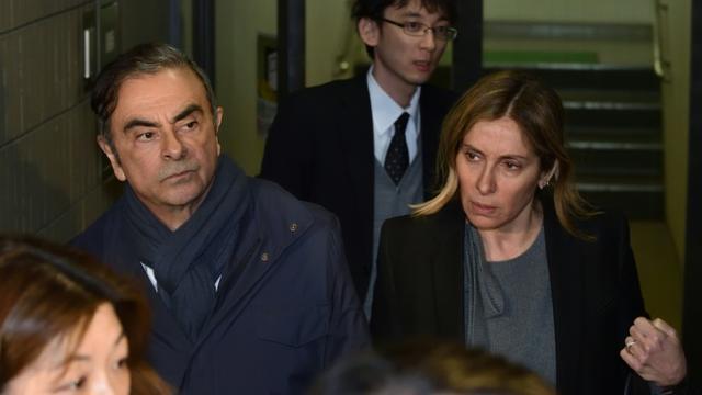 Carlos Ghosn (g) et sa femme Carole (d) quittent les bureaux de son avocat Junichiro Hironaka, le 3 avril 2019 à Tokyo [Kazuhiro NOGI / AFP/Archives]