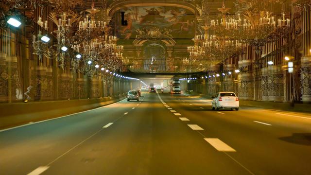 Une partie de l'intérieur du château de Versailles serait notamment reproduite dans le tunnel du Landy.