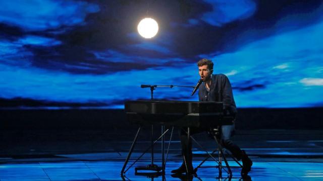 Le Néerlandais Duncan Laurence lors de la répétition pour la finale de l'Eurovision, le 17 mai 2019 à Tel-Aviv (Israël) [Jack GUEZ  / AFP]