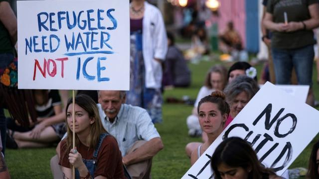 Manifestation  contre le traitement des migrants hébergés dans les centres de rétention américains, le 12 juillet 2019 à El Paso, au Texas [Luke Montavon / AFP]
