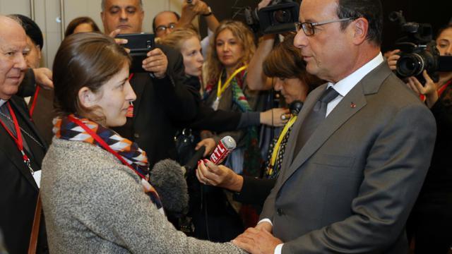 Jinan Badel et François Hollande le 7 septembre 2015 à Paris. [FRANCOIS MORI / POOL/AFP]