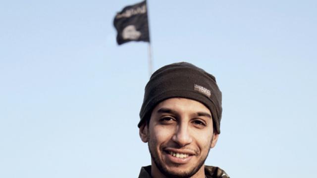 Photo non datée extraite le 16 novembre 2015 d'un magazine internet Dabiq du groupe Etat islamique, datant de février 2015, montrant Abdelhamid Abaaoud, alias Abou Umar al-Baljiki   [- / DABIQ/AFP/Archives]