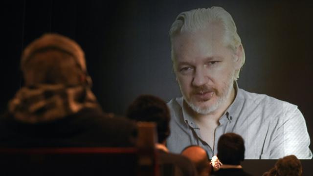 Le fondateur de Wikileaks Julian Assange lors d'une téléconférence à Buenos Aires, le 9 septembre 2015 [JUAN MABROMATA / AFP/Archives]