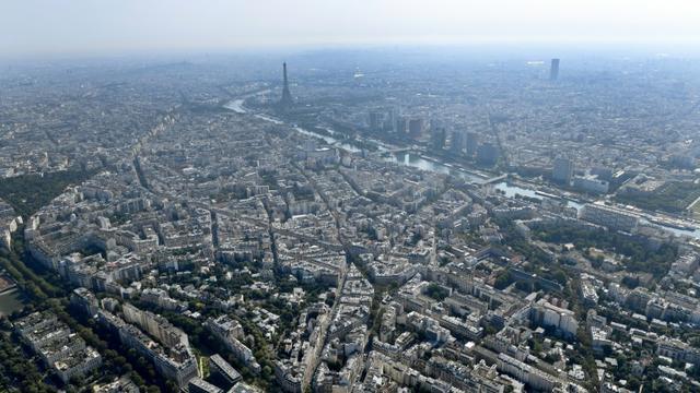 une opération de déminage paralysera à partir de 06H00 dimanche le quartier de la porte de la Chapelle, au nord de Paris, où une bombe d'aviation de la seconde guerre mondiale a été découverte. [GERARD JULIEN / AFP/Archives]
