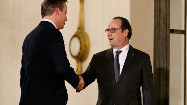 Hollande (D) et Cameron après leur réunion à l'Elysée le 15 février 2016 à Paris [MATTHIEU ALEXANDRE / AFP]
